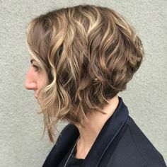 17 Short Layered Bob Haircuts Trending in 2019 - Style My Hairs Short Layered Bob Haircuts, Inverted Bob Haircuts, Bob Haircuts For Women, Long Layered Hair, Easy Everyday Hairstyles, Bob Hairstyles For Fine Hair, Lob Hairstyle, Lob Haircut, Hairstyles Haircuts