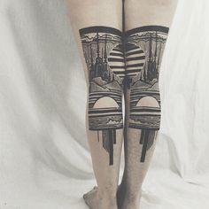 Impresionantes tatuajes díptico forman paisajes en la parte posterior de las piernas - POP-PICTURE
