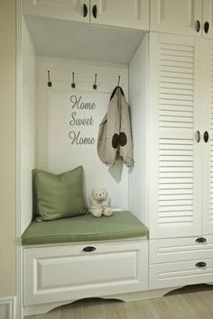 Classy Shabby Chic Bedroom Dresser Ideas 3 Wonderful Useful Ideas: Shabby Chic Living Room Leather shabby chic salon chair. Shabby Chic Office Decor, Shabby Chic Living Room, Shabby Chic Kitchen, Shabby Chic Homes, Shabby Chic Furniture, Dark Furniture, Office Furniture, Painted Furniture, Modern Shabby Chic