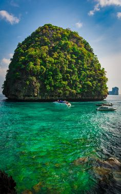 Phuket, Thailand  www.interviajes.es  Whether it's adventure or sunbathing, it's got to be #MayaBay Koh #PhiPhi, Thailand. P.S. Seize the moment! http://phi-phi.com