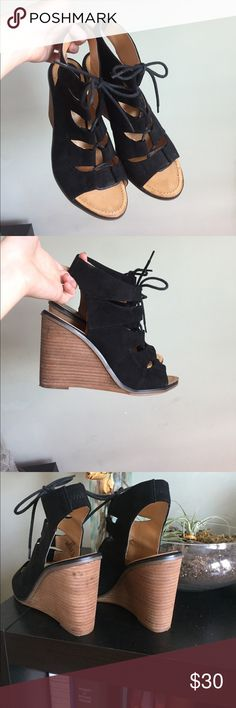 Mel rose and Market wedges Worn one through the airport. Slight scuff in back left heel from storing them in my suitcase I assume. I hate heels and I'm selling all of them! Just purchased. Your win. Size 9. I can wear 8.5 or 9. I'd say true to size. melrose and market Shoes Ankle Boots & Booties