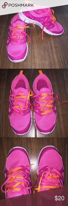 NEW NIKE freerun Excellent condition! Been worn very few times. No flaws. Colors are in pink and orange. Size is 5.5Y which is 6.5-7 in women. ⭐️Pls view my Closet About section for reviews and comments.⭐️ Nike Shoes Sneakers