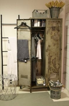 Vintage Decor for a Timeless Look – Industrial Decor Magazine Industrial Farmhouse Decor, Vintage Industrial Furniture, Industrial Living, Industrial Lockers, Industrial Style, Home Study Design, Home Interior Design, Home Office Decor, Home Decor Bedroom