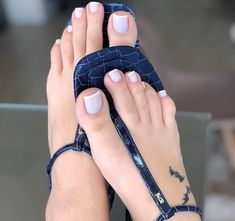 Tattoo Tattoo On Feet – foot tattoos for women Pretty Toe Nails, Cute Toe Nails, Pretty Toes, Classy Tattoos For Women, Foot Tattoos For Women, Beautiful Toes, Gorgeous Nails, Blue Toes, Bridal Nail Art