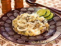 Салат с кальмарами, грибами и фунчозой