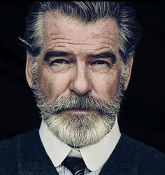 Portrait Photography Inspiration Picture Description Pierce Brosnan Jokes His Wife Is 'Very Fond' of the Beard He Grew for 'The Son'. Men's Healthy Pierce Brosnan, Beards And Mustaches, Moustaches, Foto Face, Hair And Beard Styles, Hair Styles, Short Beard Styles, Celebrity Portraits, Beard No Mustache