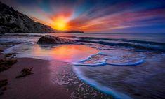 Hay que ser muy valiente para disfrutar de la vida en su plenitud #amanecer #sunrise #mar #sea #agua #water #playa #beach #grecia #greece #sol #sun #paisaje #seascape #rodas #rhodes // Fot.: P. Laoudikos
