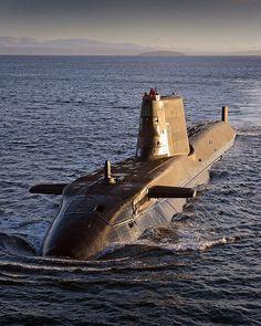 La clase Astute son la nueva generación de submarinos de ataque de propulsión nuclear de la Royal Navy británica. Los submarinos están propulsados por un reactor Rolls Royce PWR2 y una hélice, estos submarinos son 30% más largos que otras naves de ataque de la Marina
