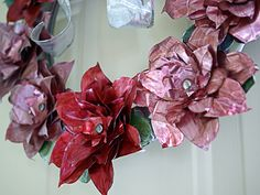 How to Make A from Cans - Newspaper Crafts Christmas Wreaths To Make, Christmas Ornament Crafts, Christmas Crafts, Christmas Decorations, Christmas Ideas, Newspaper Flowers, Newspaper Crafts, Poinsettia Wreath, Floral Wreath