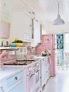 Come here, and be my kitchen. Love the cupcake sign on the wall....