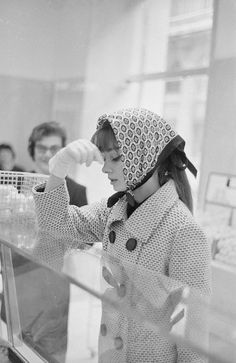 Audrey Hepburn grocery shopping in Rome, 1961.