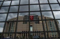 Uluslararası Af Örgütü'nün Türkiye araştırmacısı Andrew Gardner, Türkiye'de gerçekleştirilen darbe girişiminin ardından gözaltına alınan kişilerin durumunun belirsiz olduğunu iddia etti.