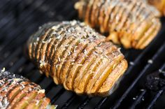 Hasselback Potatoes with Garlic and Parmesan ~ Alice says: Excellent. I minced garlic in the olive oil, added some rosemary and just sprinkled on the Parmesan and salt. Microwave 8 minutes total, not they get a bit too done. Summer Grill Recipes, Barbecue Recipes, Oven Recipes, Side Recipes, Grilling Recipes, Potato Recipes, Veggie Dishes, Side Dishes, Wood Burning Oven