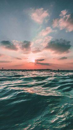Sunset sea sky ocean summer green water nature iphone 6 plus wallpaper Iphone Wallpaper Ocean, Wallpaper Sky, Summer Wallpaper, Aesthetic Iphone Wallpaper, Nature Wallpaper, Aesthetic Wallpapers, Aesthetic Backgrounds, Iphone Wallpapers, Underwater Wallpaper