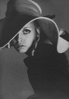 1960s style icon Twiggy! Remember her? She shaped our fashion sense in the 60's