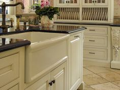Love the lip design on this farmhouse sink...mine is flat.
