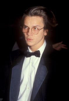 river-phoenix-nominee-best-performance-by-an-actor-in-a-supporting-picture-id110707667 (404×594)