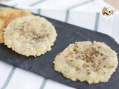 Un'idea originale per l'aperitivo. Queste sfiziose chips di parmigiano si preparano in poco più di 10 minuti. - Ricetta Stuzzicherie : Chips di parmigiano aromatizzate da Petitchef_IT