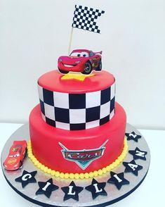 Baby Cars Cake Lightning Mcqueen Ideas For 2019 Lightning Mcqueen Birthday Cake, Lightning Mcqueen Cake, Lightening Mcqueen, Disney Cars Cake, Disney Cars Party, Disney Cars Birthday, Car Party, Car Themed Parties, Cars Birthday Parties