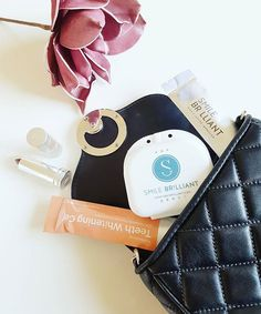 I never though that my whitening kit from would be part of my essentials every day. I can whiten my teeth everywhere and anywhere! Isn't that fabulous? My Essentials, Whitening Kit, Collaboration, Beauty Hacks, Smile, Advertising, Beauty Tricks, Smiling Faces, Beauty Dupes