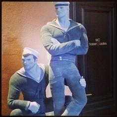 Not looking at ladies room, but men's. Ay ay #sailor.. #TOMofFINLAND #EXHIBIT #näyttely #avajaisten #avajaisissa