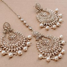 Ayesha Earring & Teekah Set 😍 Tap the photo to shop now!💖 📷: alisha lov… Ayesha Earring & Teekah Set 😍 Tap the photo to shop now! Indian Bridal Jewelry Sets, Indian Jewelry Earrings, Jewelry Design Earrings, Ear Jewelry, Wedding Jewelry Sets, Fine Jewelry, Antique Jewellery Designs, Fancy Jewellery, Stylish Jewelry