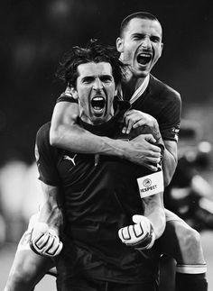 Gigi Buffon & Leonardo Bonucci.                                                                                                                                                                                 もっと見る