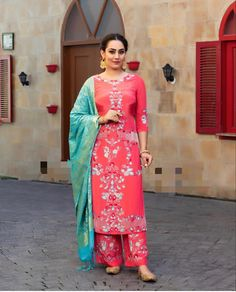 Embroidery Suits Punjabi, Embroidery Suits Design, Embroidery Fashion, Embroidery Dress, Indian Designer Outfits, Indian Outfits, Designer Dresses, Nice Dresses, Short Dresses