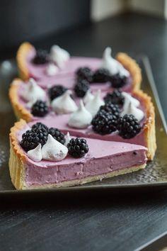 Szedres panna cotta tarte | Street Kitchen Panna Cotta, Pavlova, Creative Cakes, Winter Food, Cakes And More, No Bake Cake, Food To Make, Healthy Snacks, Cake Recipes