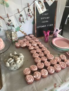 Good Snap Shots Birthday Decorations for girls Ideas You should not employ an in… - Geburtstag 1st Birthday Party For Girls, One Year Birthday, First Birthday Themes, 1st Birthday Girl Decorations, Diy Birthday, 1st Birthday Cupcakes, 1st Birthday Party Ideas For Girls, 1st Birthday Foods, Princess First Birthday