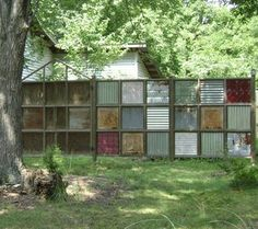 Recycled Fences: 8 Clever Ways to Put Salvage to Good Use