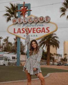 Las Vegas Sign, Las Vegas Vacation, Mandalay, Las Vegas Pictures, Arizona Road Trip, Foto Pose, Location, Photography Poses, Creative Photography
