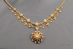 Antique Gold and Pearl Pendant Necklace Pearl Necklace Designs, Jewelry Design Earrings, Gold Earrings Designs, Gold Bangles Design, Gold Jewellery Design, Gold Jewelry Simple, Pearl Pendant, Pendant Necklace, Gold Necklace