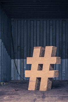Masse statt Klasse: Wie viele Hashtags sind im digitalen 2021 eigentlich genug? Gibt es eine goldene Anzahl von Keywords für den optimalen Content? Promote Your Business, Starting A Business, How To Use Hashtags, Writing Folders, Social Media Plattformen, Influencer, How To Know, Instagram, Kitchen
