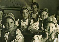 Pipias a iscola -Bambine a scuola -Desulo-Sardegna-Cerdeña-Sardinia