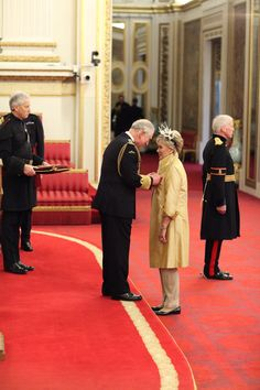 """""""Dame Kiri Te Kanawa, Soprano, today became a Member of the Order of the Companions of Honour for Services to Music. Kiri Te Kanawa, Companion Of Honour, Clarence House, Prince Charles, Britain, Twitter, Music, Musica, Musik"""