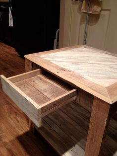 Reclaimed pallet wood side table. #pallets, #table