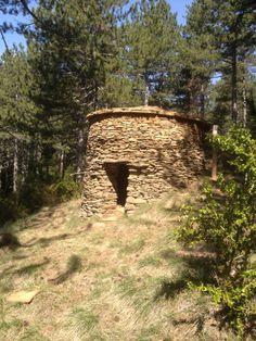 """""""La cabaña de Mariano"""" Una muestra de arquitectura tradicional en la Valdorba (Navarra) de la que quedan pocos ejemplos.Es una cabaña de pastor."""