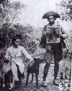 . Maria Bonita e Lampião na caatinga, em 1936 - Brasil.