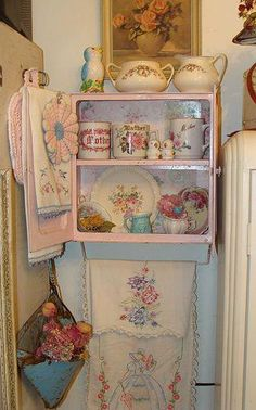 Miniature Shabby Chic Cottage Shabby Chic Decor On A Budget Cottage Shabby Chic, Shabby Chic Kitchen, Shabby Chic Homes, Cottage Style, Romantic Cottage, Rose Cottage, Vintage Kitchen, Cottage Design, Kitchen Decor