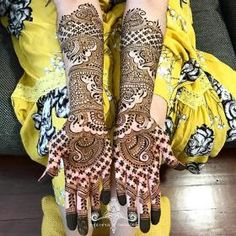 Explore latest Mehndi Designs images in 2019 on Happy Shappy. Mehendi design is also known as the heena design or henna patterns worldwide. We are here with the best mehndi designs images from worldwide. Arabic Bridal Mehndi Designs, Mehndi Designs For Girls, Stylish Mehndi Designs, Mehndi Design Photos, Latest Mehndi Designs, Mehndi Images, Hena Designs, Mehandi Designs, Mehndi Simple