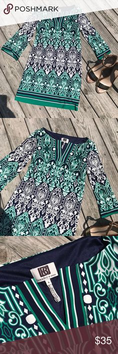 Gorgeous for the office, shift dress size 0 Made by Laundry by Design, size 0.  Perfect with navy heels or gold sandals! Laundry by Design Dresses
