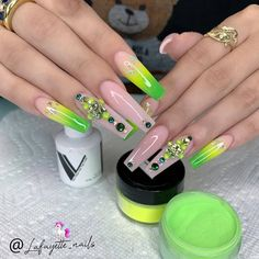 Want some ideas for wedding nail polish designs? This article is a collection of our favorite nail polish designs for your special day. Summer Acrylic Nails, Best Acrylic Nails, Acrylic Nail Designs, Summer Nails, Bling Nails, Swag Nails, My Nails, Bling Nail Art, Glow Nails