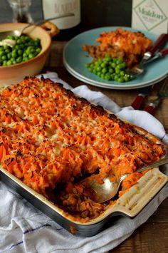 Vegetarian lentil shepherds pie with garlic butter sweet potato mash - Domestic Gothess (Cheese Making One Pot) Lentil Recipes, Veg Recipes, Cooking Recipes, Healthy Recipes, Recipies, Potato Recipes, Simple Vegetarian Recipes, Quorn Recipes, One Pot Vegetarian