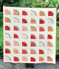 Mod Melons Quilt Kit Featuring Mod Basics Fabricworm brings you the best in modern fabric! Quilting Tutorials, Quilting Designs, Sewing Tutorials, Sewing Projects, Modern Quilt Patterns, Quilt Patterns Free, Free Pattern, Cute Quilts, Easy Quilts