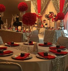 but black tablecloths, and white centerpieces