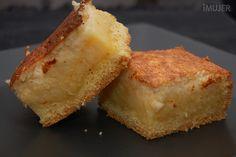 Tarta de coco / masa: •1 1/3 taza de harina •¾ taza de azúcar impalpable •½ cucharadita de bicarbonato •1 cucharadita de polvo de hornear •85 gramos de manteca •2 huevos Relleno: •3 yemas •1 taza de azúcar •1 cucharada de almidón de maíz •1 taza de coco •1 ¼ taza de leche •3 claras batidas a nieve •1 cucharadita de vainilla