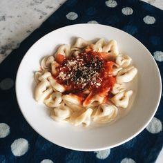 Molho bolonhesa Spaghetti, Ethnic Recipes, Food, Bolognese, Eating Well, Mop Sauce, Noodle, Savory Snacks, Essen