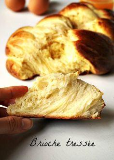 Une recette de brioche au bon goût de beurre comme chez le boulanger, pour un petit-déjeuner ou un brunch d'exception, avec le plaisir du fait maison !