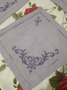 arts and crafts Christmas Embroidery Patterns, Embroidery Patterns Free, Hardanger Embroidery, Hand Embroidery, Cross Stitch Designs, Cross Stitch Patterns, Diy And Crafts, Arts And Crafts, Bargello